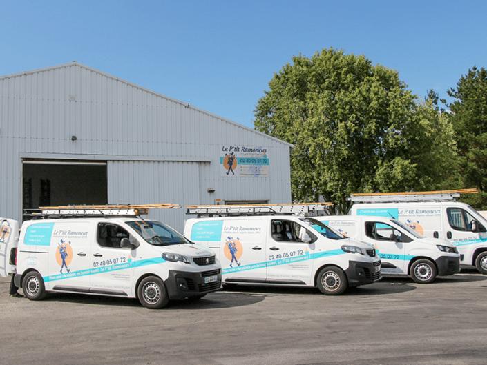 Le P'tit Ramoneur Nantes - Entreprise de ramonage et sa flotte de véhicules